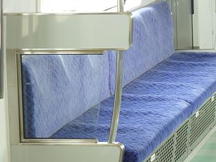 つづきジュニア編集局・グリーンライン川和車両基地見学-透明の座席仕切りで開放感のある客車