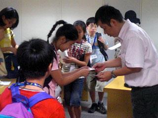 中国新聞の吉原さんと名刺交換